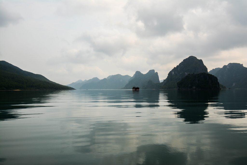 Terre et mer de la Baie d'Halong